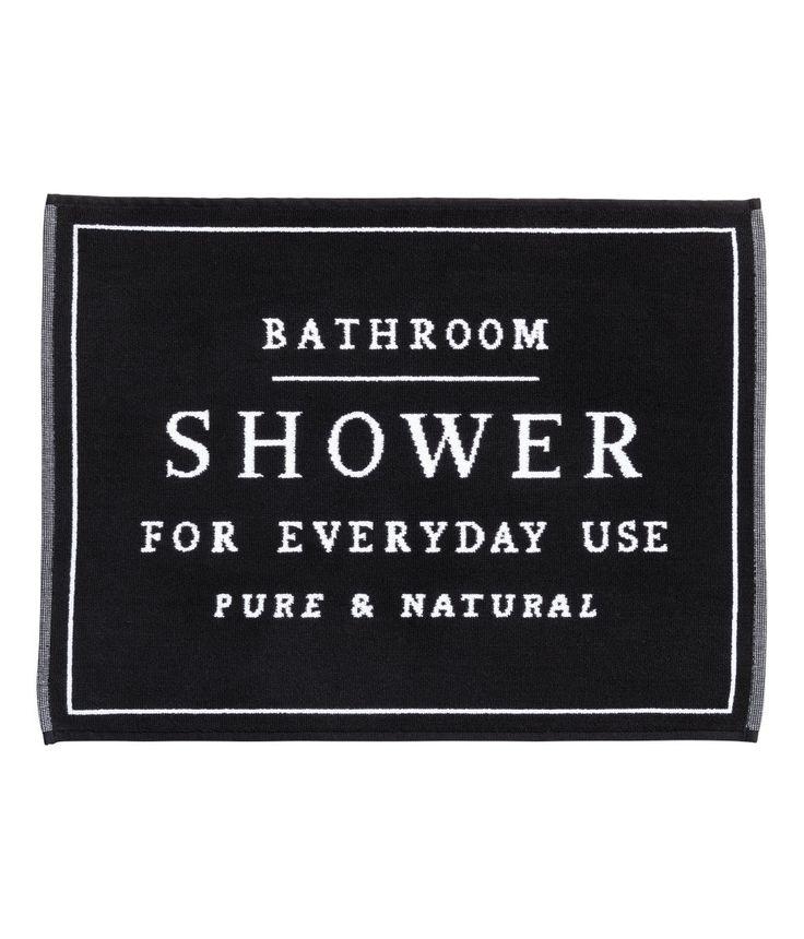 Kolla in det här! En rektangulär badrumsmatta i kraftig, jacquardvävd bomullsfrotté. - Besök hm.com för ännu fler favoriter.