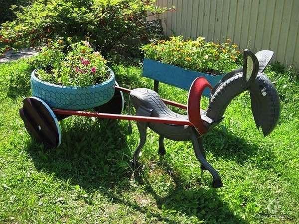 Skrášlite si záhradu týmito skvelými nápadmi, ktoré vašu záhradu oživia. Postačia vám na to staré pneumatiky, kvetináče, palety a iné rôzne predmety, ktoré by ste bežne v záhrade nevyužili.