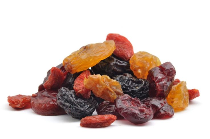 Kurutulmuş meyveler vaktinde çok sayıda toplanan meyvelerin bazı işlemler ile suyunun uzaklaştırılması yoluyla hazırlanmış gıda maddeleridir. Tat bakımından taze meyveye göre daha yoğun bir özelliğe sahip olan kuru meyveler sağlık açısından da bir o kadar yararlı bir özelliğe... #kurumeyveler
