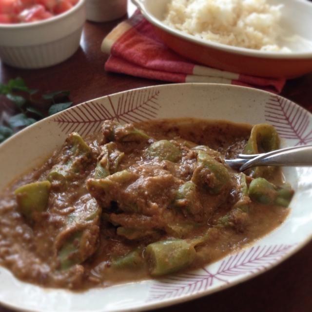 (黑鷹嘴豆泥青椒咖哩)  マバニマサコさんのレシピ本を参考に作りました。  豆のペースト入りで味わい深〜い 甘長唐辛子、味がしみるのに時間がかかるから翌日の方が美味しいかな?  豆友のユリさん、angieeさん、ちょっと久しぶりの豆カレーかな…? 作りましたのでご報告です - 162件のもぐもぐ - 甘長唐辛子と黒ひよこ豆ペーストのカレー by machimachicco
