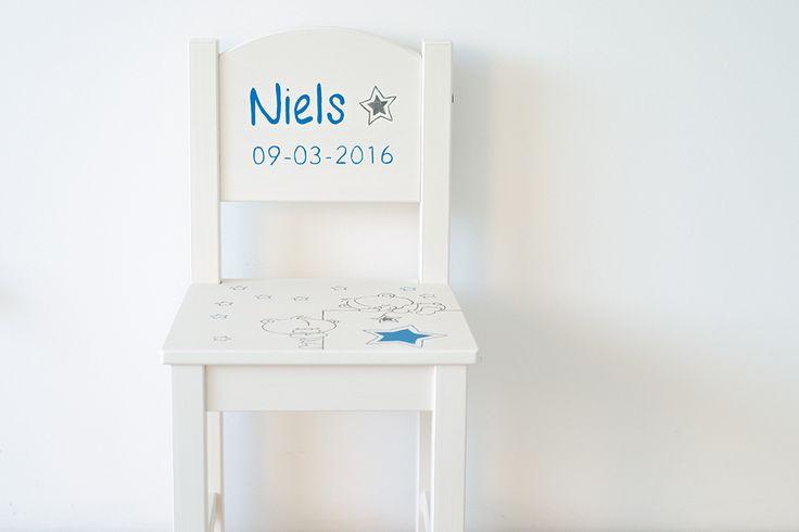 Stoeltje Niels; beschilderd n.a.v. geboortekaartje prettyraw.nl