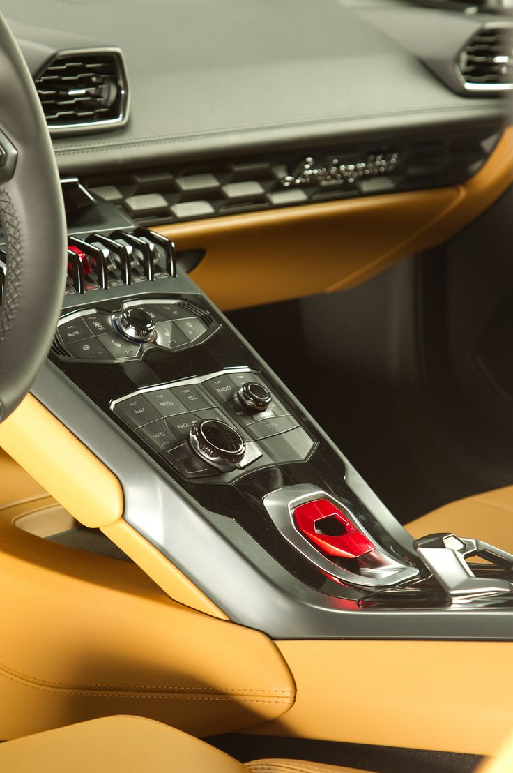 2015 Lamborghini Huracan - center stack