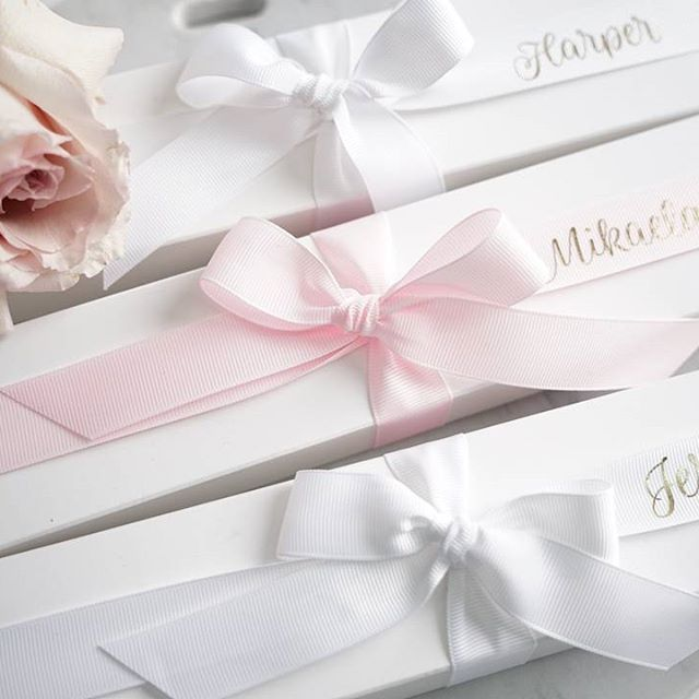 Can't decide how to ask your bridesmaids to stand by your side? Why not propose to them with our cookie proposal boxes?!💍Each box comes with a personalised ribbon with each bridesmaids name in gold foil writing and the cookies can be customised for bridesmaids/maid of honour or flower girl💗LR xx