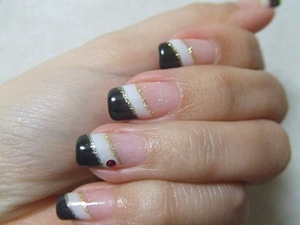 Black and white diagonal french nails
