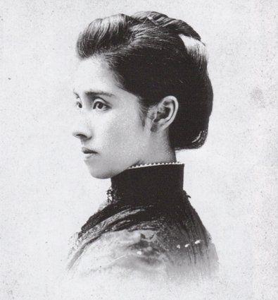幕末明治の美女30選  陸奥亮子 明治時代の政治家で外交官でもあった伯爵・陸奥宗光の妻。東京・新橋の柏屋の芸者だった時代には「小兼」の名前だった。夫が駐米公使となると渡米し、亮子の美貌と聡明さは、ワシントンで社交界の華と称賛された。