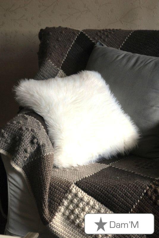 17 meilleures id es propos de fausse fourrure sur pinterest fourrure man - Coussin fourrure ikea ...