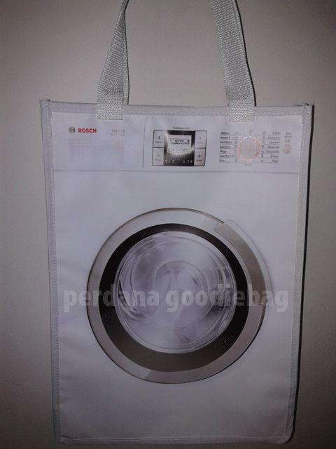 Goodie bag murah biasa digunakan oleh perusahaan sebagai tas promosi yang berisikan barang-barang promosi perusahaan. Pemilihan harga yang m...