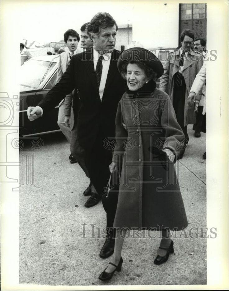 1979 Press Photo Mrs. Rose Kennedy beside Sen Edward Kennedy on son's campaign