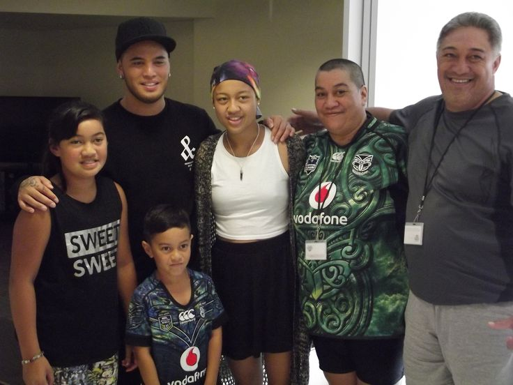 Te Amohaere is a gorgeous 16 year old who has cancer. Her one true wish was to go on a tech shopping spree! Te Amohaere also loves music; she plays the guitar, writes her own songs and her favourite artist is Stan Walker! Last week she had a very special visit from the man himself!