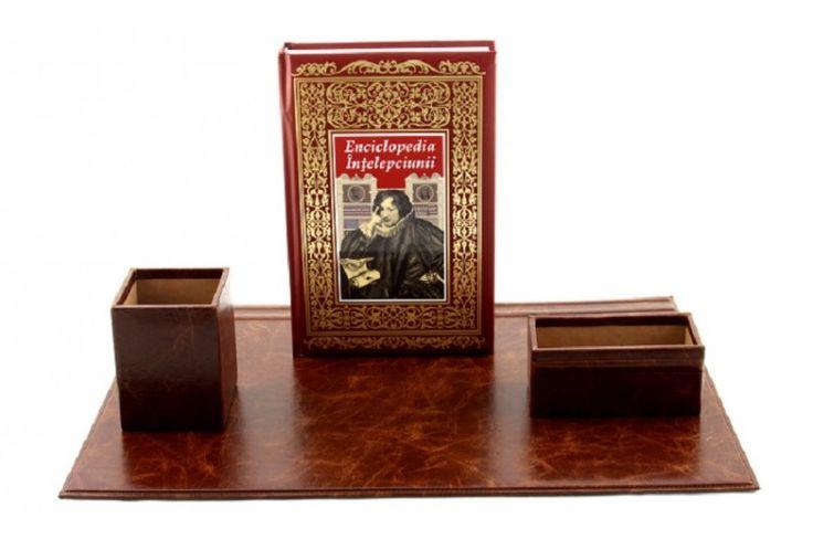 Cadou Wisdom Gentleman - piele naturala http://www.borealy.ro/cadouri-de-lux/cadou-enlightened-man.html