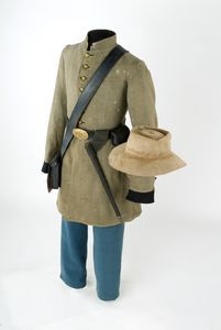 Confederate uniform. This is only one form of the many uniforms that the Confederacy used for their forces. The variety was a result of the multitudes of location, a limitation on several resources for clothing, and often many confederate soldiers used the clothes they possessed at home.The uniforms did, however, vary between the common soldier and an officer, with the officer's rank emblazoned on their shoulder as customary. In addition, compared to the Union, they travelled lighter.