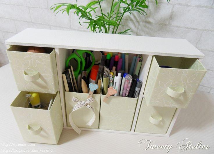 Organizador de escritorio hecho con cartones de leche