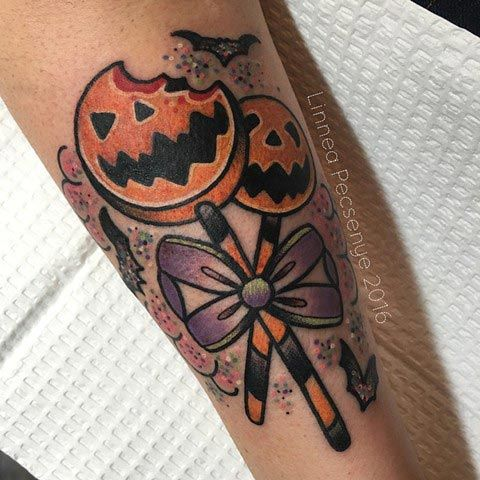 Tatuaje kawaii: Piruleta de noche de brujas |  Kawaii tattoo: Halloween lollipop