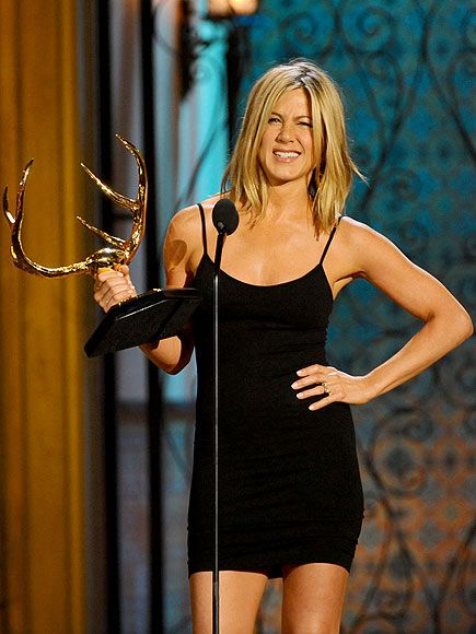 """Jennifer Aniston accepts the Decade of Hotness award at Spike TV's """"Guys Choice Awards"""" 2011"""