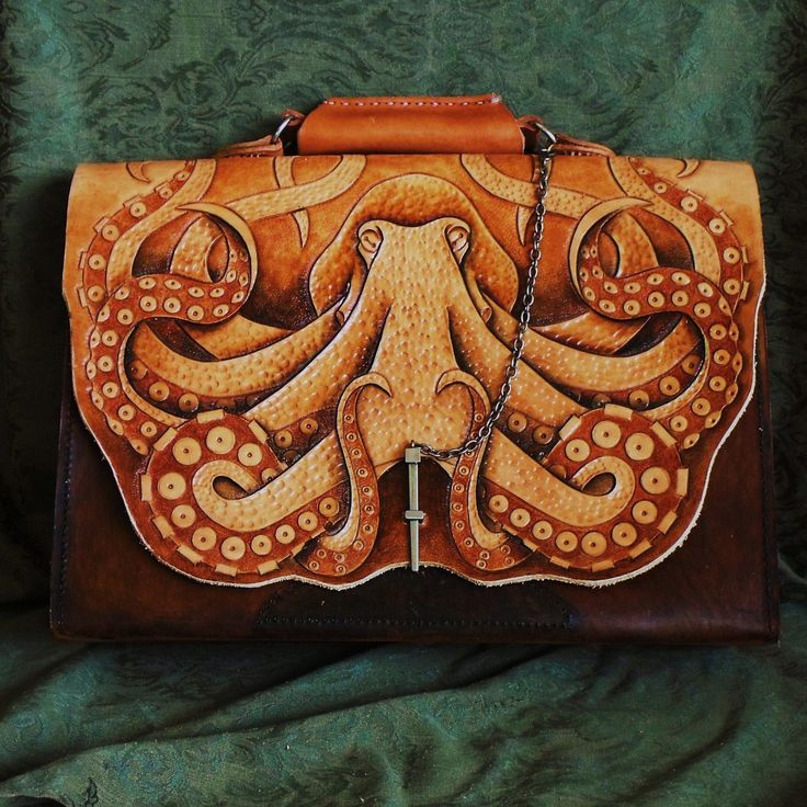 Amazing leather tooling by Simon Norris. Beautiful!