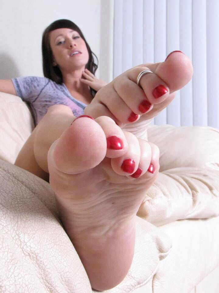 Sexy toes naked girls pussy
