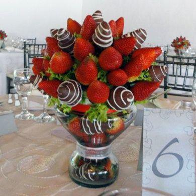 Centro de Mesa con Fresas Achocolatadas -- Fotografía: Enfrutados