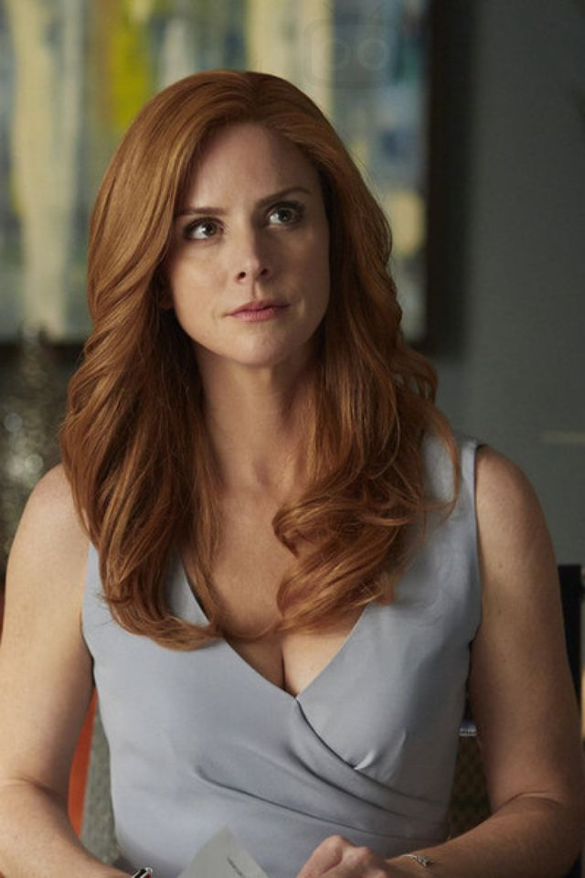 Donna wearing a Collezioni Cady Dress from Armani in Suits 05E01 - Denial | LookLive