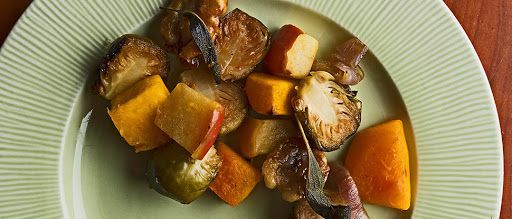 Roasted Brussels Sprouts with Squash, Apples and Candied Walnuts – #apples #brus…   – fall recipe