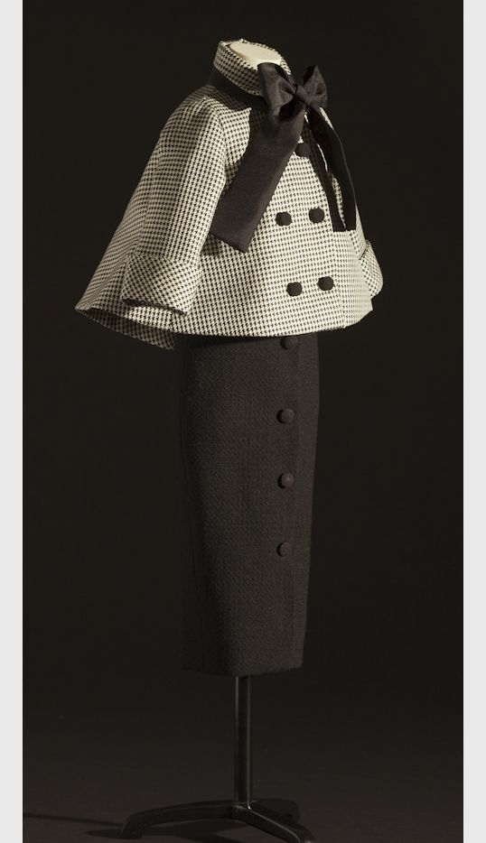 Dior Haute Couture 1948 I am a Dior Fan!!!! Wish Vogue Patterns would Reissue some of those patterns!!!!