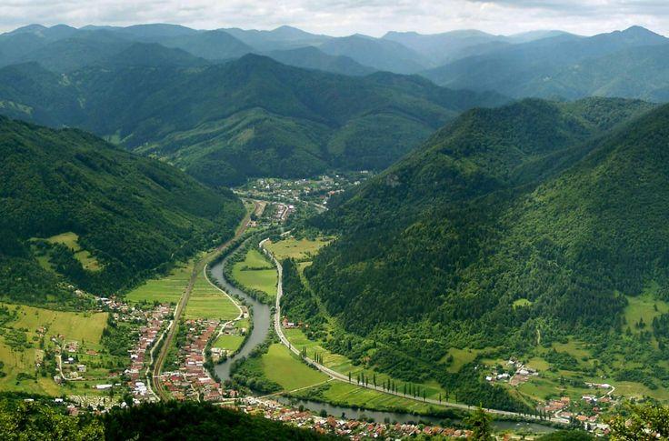Horná časť rieky Váh. Tu Váh vytvára kaňon hraničné Malá Fatra a Veľká Fatra rozsahy.