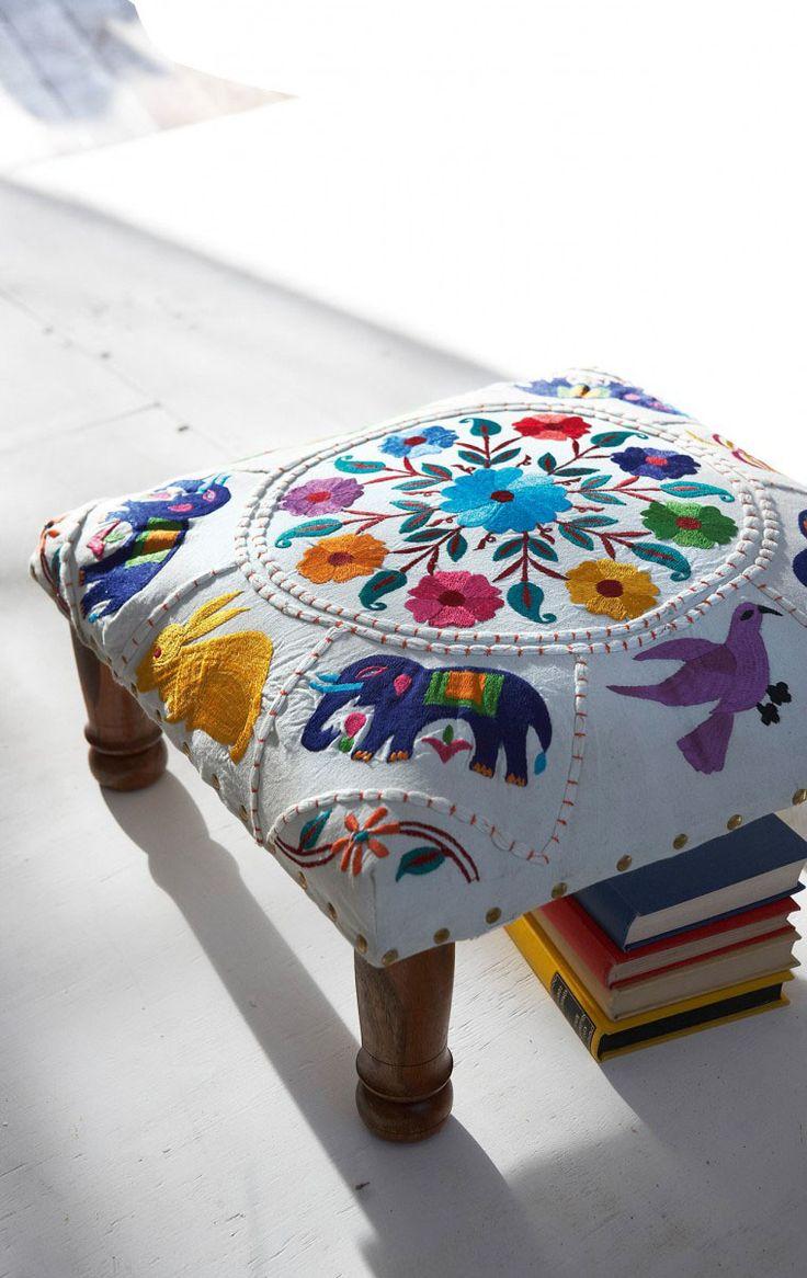 Crewel stool http://www.madmoizelle.com/forums/forum-loisirs-creatifs/48859-envie-mais-de-quoi-deco-14.html