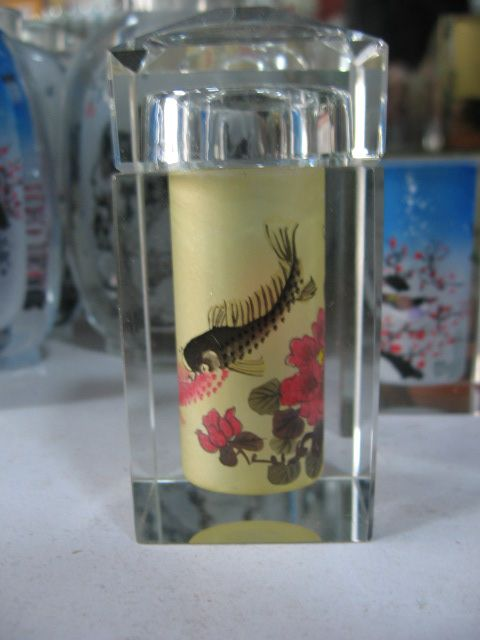 This snuff bottle is about fish and flowers. Customization is available.