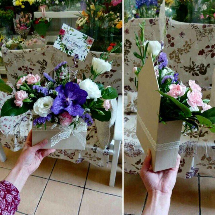 А вот и первая цветочная композиция в коробке-конверт! #vivarosa #доставкацветов #создаемнастроение #весьмир #днепр Сделать заказ 👉 050-362-35-55
