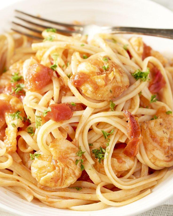 Scampi's, zongedroogde tomaten, chilipepers,... Krijg je al honger? Deze pastaschotel brengt je helemaal in Zuiderse sferen!
