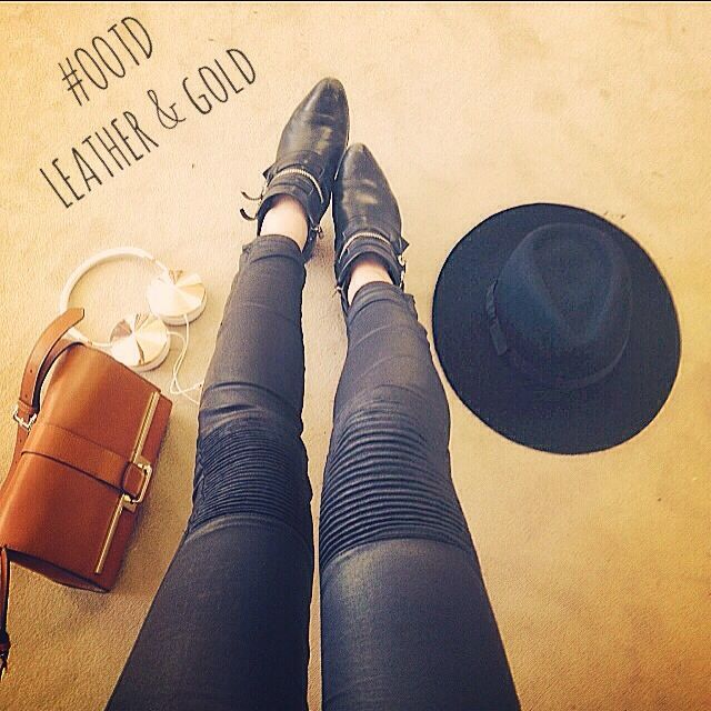 Leather & Gold #OOTD #FrendsHeadphones #KarenMillen #zara #warehouse #bikertrousers #leathertrousers #tanbag #fedora