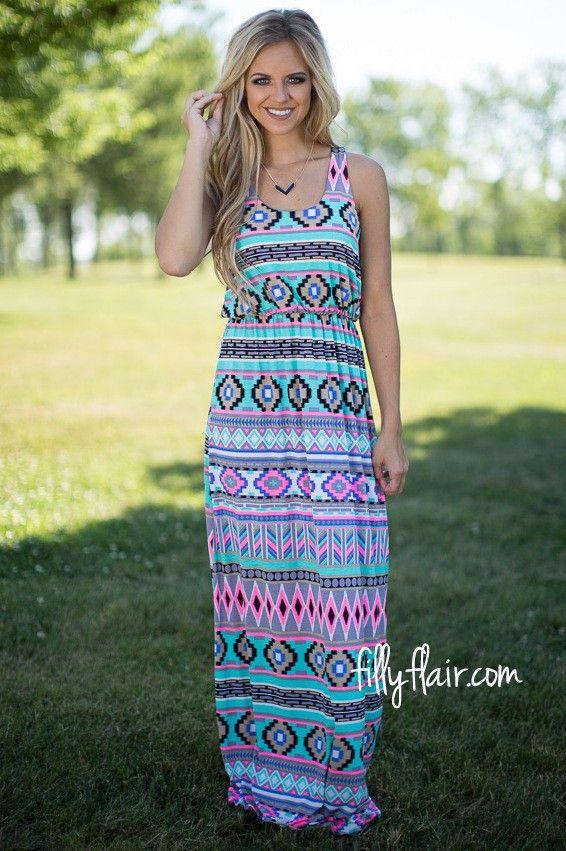 A beautiful aztec print maxi dress outfit!