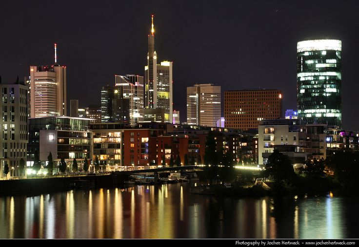https://flic.kr/p/AmFWn6 | Skyline seen from Main-Neckar-Brücke @ Night, Frankfurt, Germany