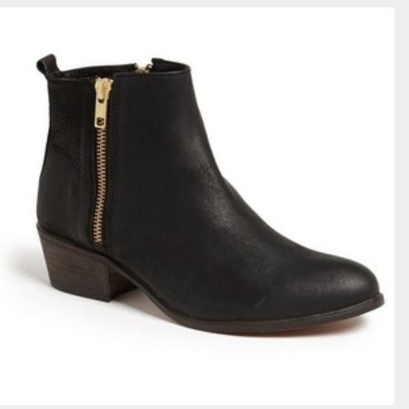Steve Madden, Neovista Flat Bootie Steve Madden, Neovista Flat Bootie, size 7. Only worn a handful of times. Slight scuffing on heels as pictured. Steve Madden Shoes Ankle Boots & Booties