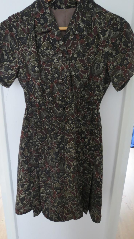 Retro jaren '40 jurk met vlinderpatroon.