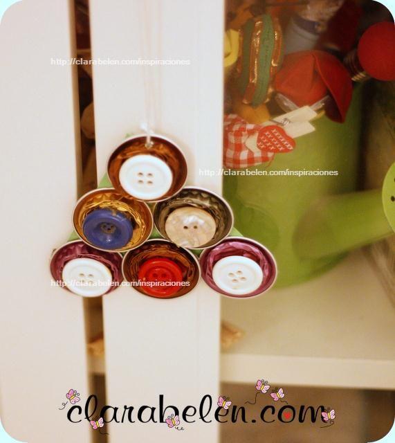 Ornamento di Natale con capsule Nespresso e pulsanti. Albero di Natale - Ispirazioni: Artigianato e riciclaggio