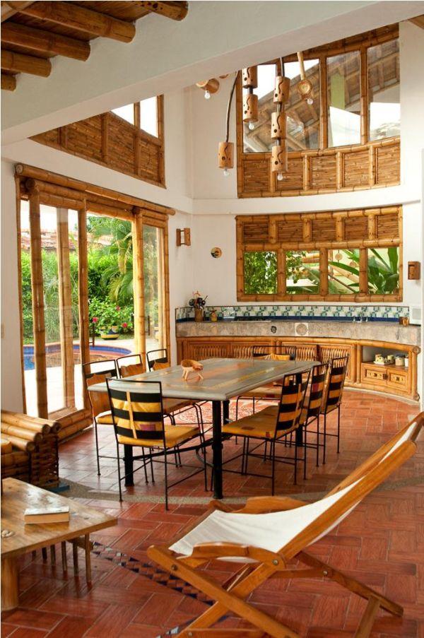 Interior casa campestre con guadua