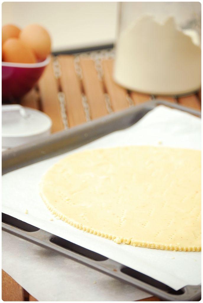 Pâte sablée au parmesan et piment d'Espelette. Conseils: Excellente! Mais ne pas la laisser au frigo trop longtemps sinon elle n'est plus maniable