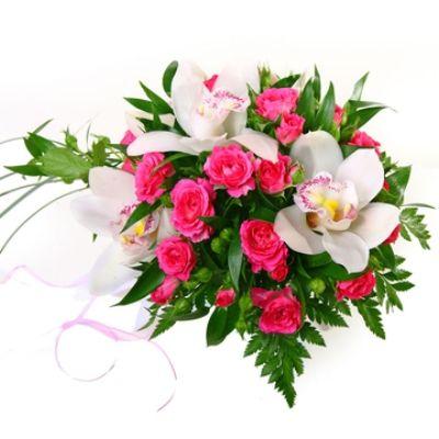 Букет из орхидеи и кустовой розы