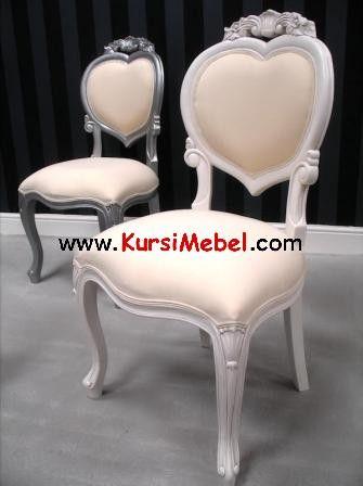 Kursi Cinta Putih