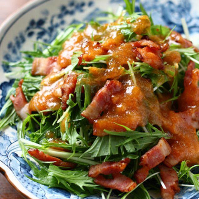 水菜とベーコンの柿ドレッシングサラダ