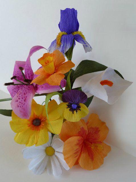 Как делать натуралистичные цветы из креп-бумаги (текст с шаблонами)