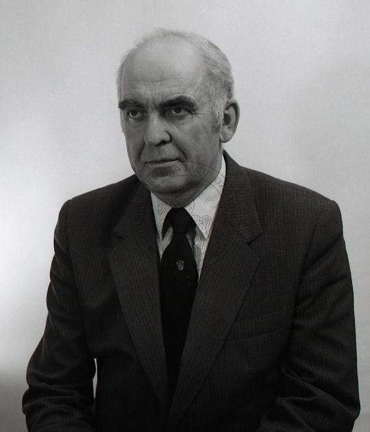 """Kleofas Obuch - pierwszy dyrektor Puławskiego Ośrodka Kultury """"Dom Chemika""""; 27 czerwca 1986 r.; Puławy (fot. Janusz Filipczak)"""