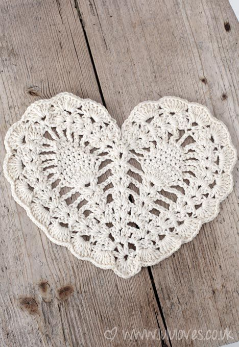 Pretty project  by lululoves with link to the free pattern. Crochet pineapple heart doily