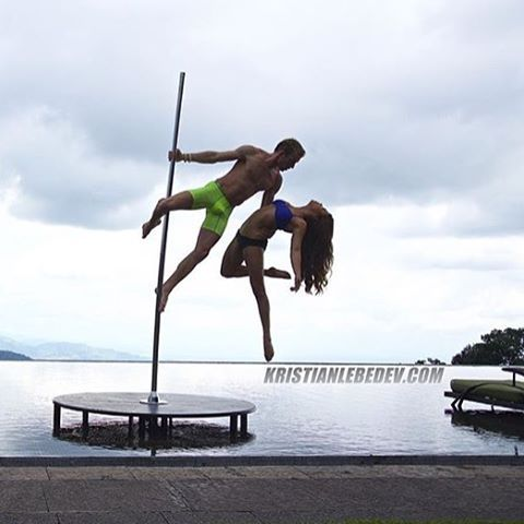 Winning shot from Pole Athlete and adventurer @polesport! Hope your Sunday looks this stunning  #polefitness #poledance #aerial #xpole #xpolelife #xstage #xpoleshapes #fitness #yoga #dance #ballet #choreography #endlesssummer #love #yogi #meninpole #menwhopole
