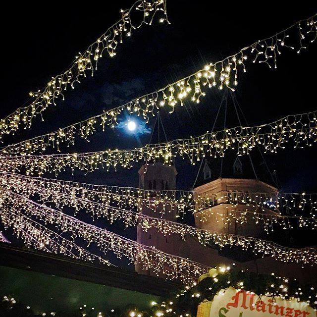 #weihnachtsmarkt #Mainz #dom #mond #lichterketten #iPhone