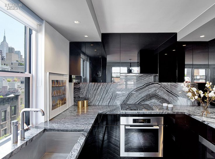 the only way to do marble this bold - everything else has to be be willing to be second fiddle.