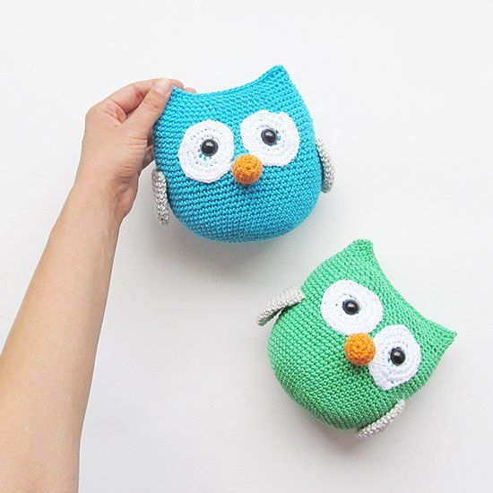 An easy amigurumi version, for everyone to make. You can personalize your owl by choosing the colors you prefer!