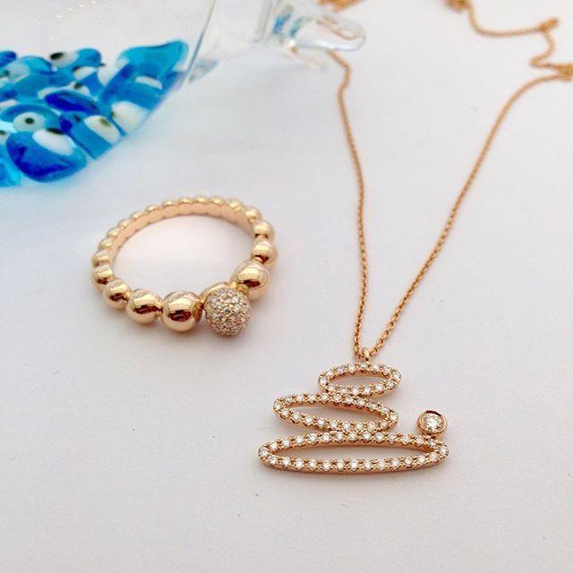 Her zaman şık... www.mireillecollection.com www.instagram.com/mireillecollection www.pinterest.com/cemilgezer/diamond-pırlanta Tasarım @cemilgezer  #mireillecollection #kolye #tektaş #moda #evlilik #pirlanta #stil #aşk #yüzük #tasarim #exclusive #trend #trendy #fashion #design #fashionblogger #infinity #pink #luxury #style #chic #cute #dismond #creative #ring #diamonds #love #nişantaşi #istanbul