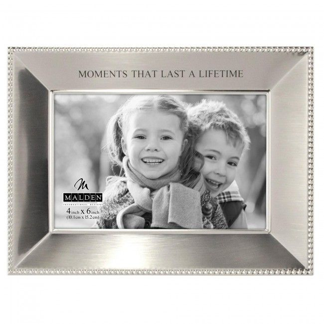 Display your favourite moments in this modern and stylish metal frame.
