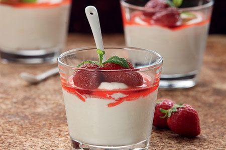 Μους γιαουρτιού με γλυκό του κουταλιού φράουλα - Συνταγές | γλυκές ιστορίες